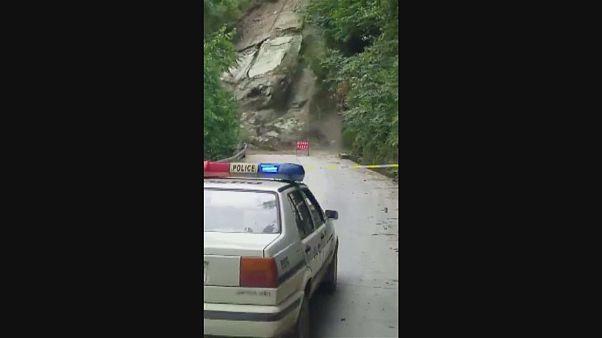 Huge landslide cuts off road in southwest China