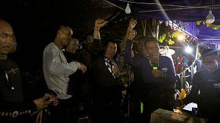 """Thaïlande : les enfants piégés dans une grotte retrouvés """"sains et saufs"""""""