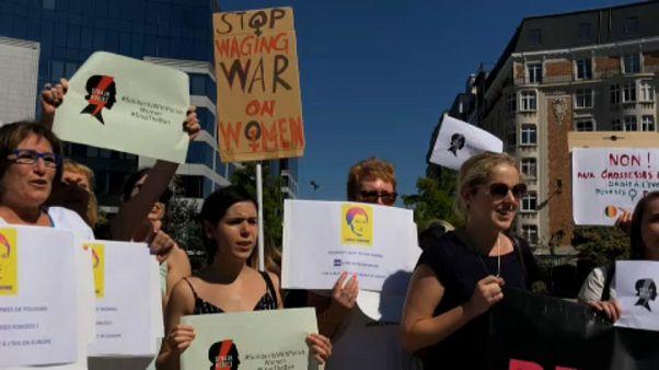 Manifestación en Bruselas contra las restricciones al aborto en Polonia
