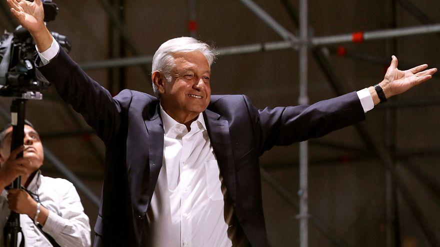 Trump satisfeito com telefonema com Obrador