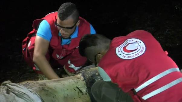 الهلال الأحمر الليبي يواصل انتشال جثث المهاجرين الغارقين قبالة طرابلس