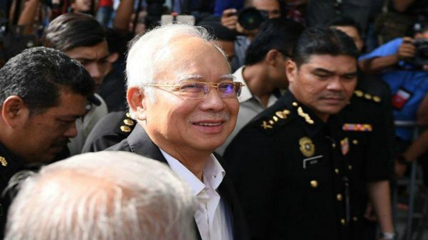 السلطات الماليزية تعتقل رئيس الوزراء السابق نجيب عبد الرزاق