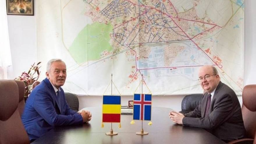 Romania flag gaffes: Iceland flag mistaken for UK's in official meeting