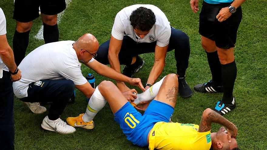 Neymar continua a rotolare nei meme sui social network