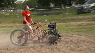 Motor sporlarına farklı bir yaklaşım: Ekin biçme makineleriyle hız yarışı