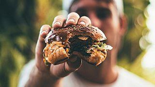 Fél hamburgert ér egy havi fizetés Venezuelában