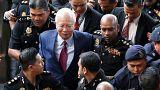 رئيس وزراء ماليزيا السابق ينفي تهم خيانة الأمانة واستغلال السلطة