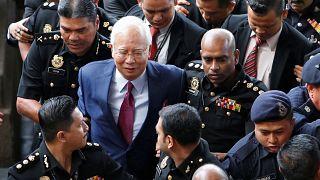 Ex premier malaysiano accusato di malversazione