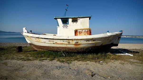 Ψαράδες στέλνουν τις βάρκες τους για απόσυρση