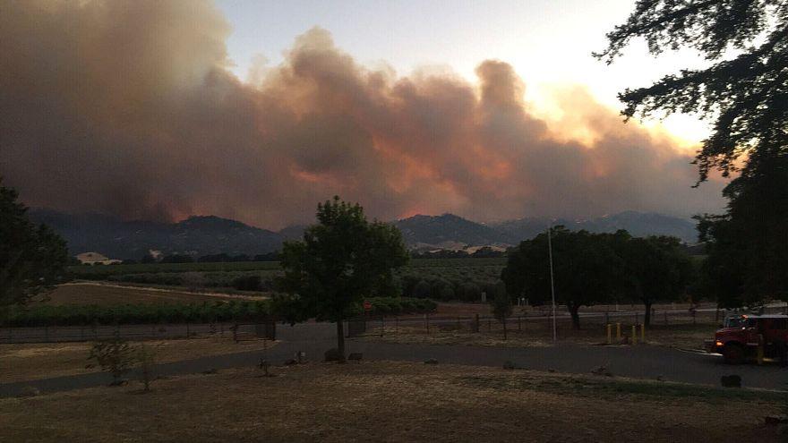 Β. Καλιφόρνια: Μεγάλη πυρκαγιά απειλεί σπίτια
