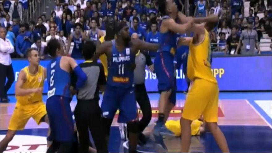 دیدار تیمهای بسکتبال استرالیا و فیلپین به خشونت کشیده شد