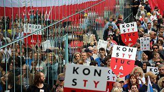 Eurodeputados pedem a Morawiecki para manter democracia na Polónia