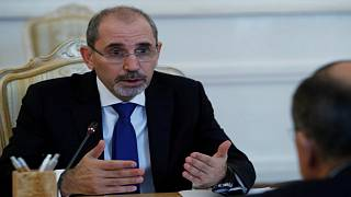 وزير الخارجية الأردني أيمن الصفدي خلال اجتماع مع نظيره الروسي في موسكو يوم