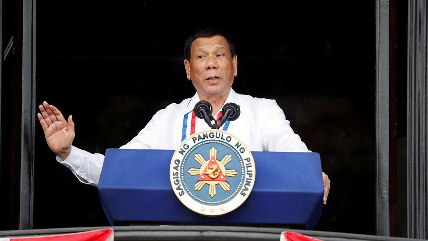 الرئيس الفلبيني رودريجو دوتيرتي يتحدث في كاويت يوم الثلاثاء