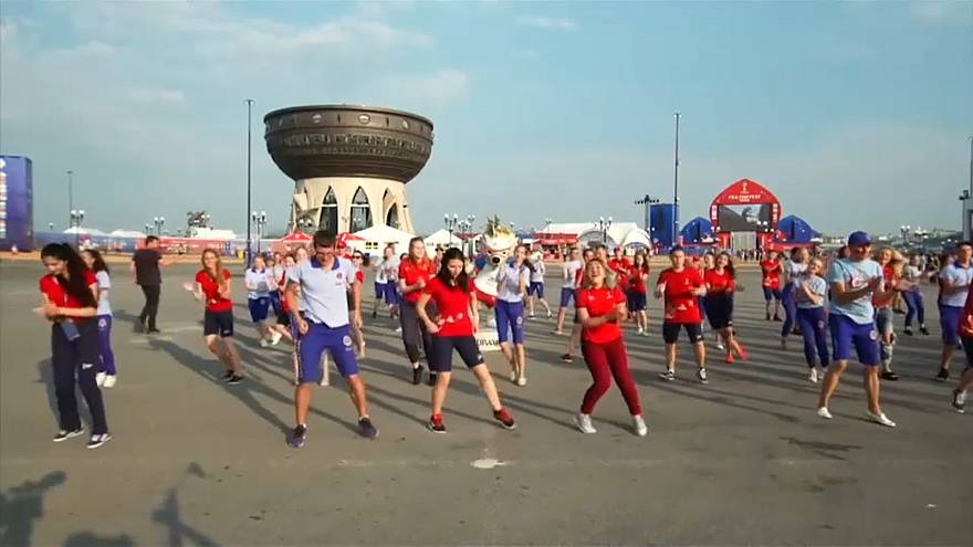 FIFA Volunteers take part in Kazan flash mob
