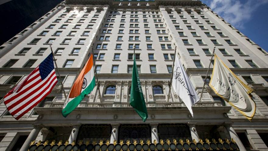 قطر تشتري فندقا امتلكه ترامب والوليد بن طلال