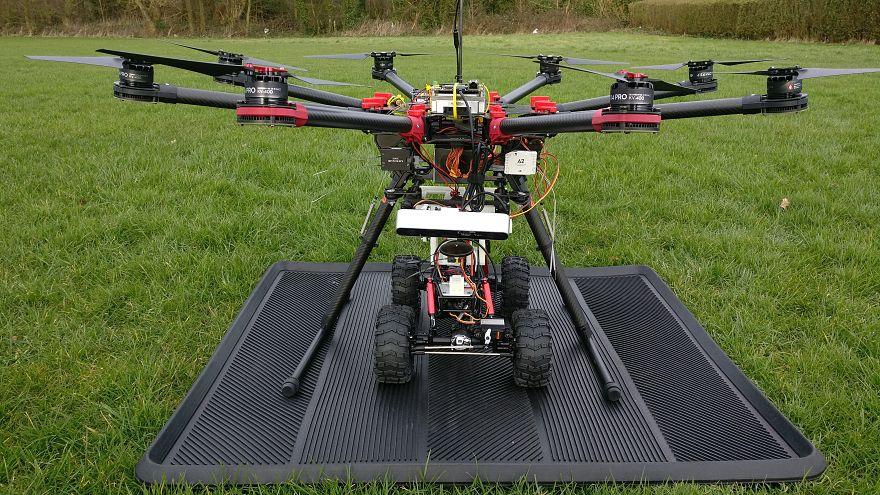 Diese Drohne kann Straßen flicken