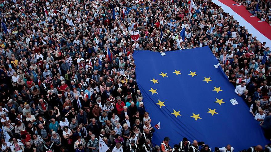 Σε εφαρμογή η αμφιλεγόμενη μεταρρύθμιση της δικαιοσύνης στην Πολωνία