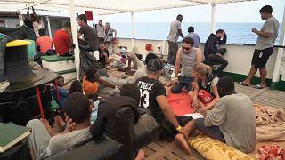 مهاجرون على ظهر السفينة