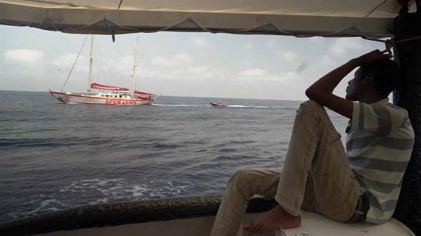 İspanya bir göçmen gemisine daha limanlarını açtı