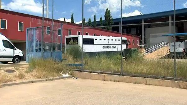 Los políticos catalanes presos ingresan en Lledoners