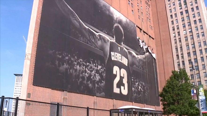 Lebron James'den Cleveland'a ikinci veda: Şehirdeki posterleri kaldırıldı