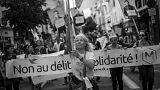 1.400 km dall'Italia a Calais: la marcia dei migranti vista da 3 fotografi
