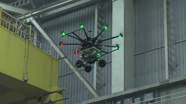 Este dron puede reparar baches con material impreso en 3-D