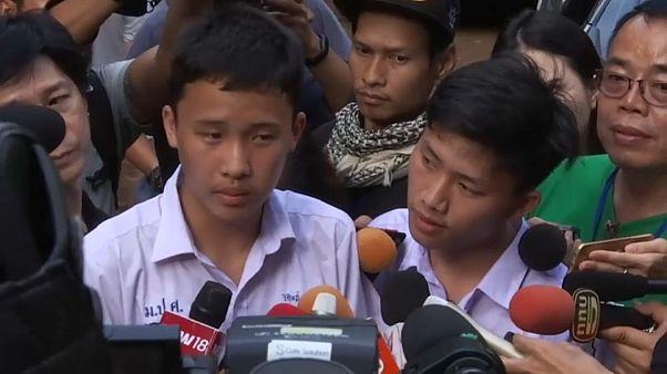 Cantos y oraciones por los niños atrapados en la cueva de Tailandia