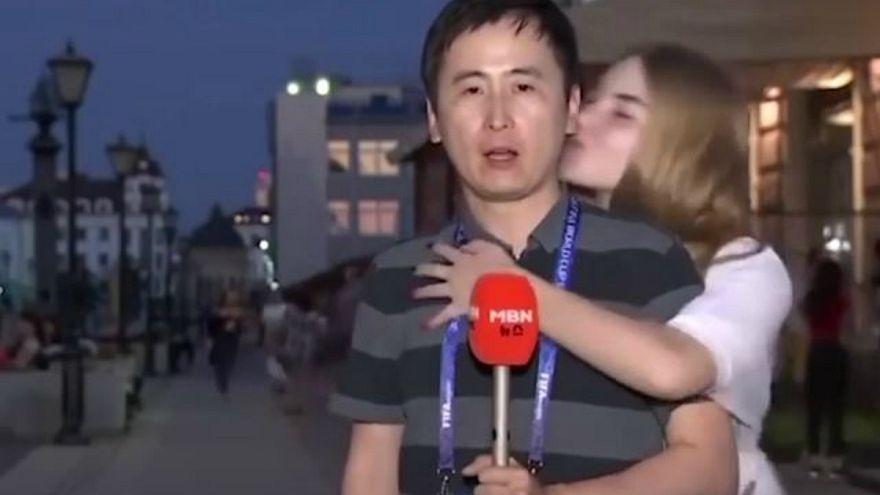 Kadın taraftarların kameralar önünde erkek muhabiri öpmesi cinsel taciz mi?