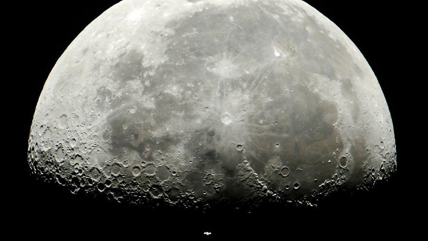 A Nemzetközi Űrállomás a Hold előtt Salgótarjánból fotózva július 5-én