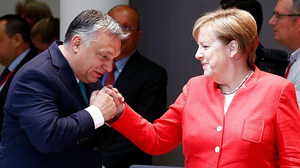 Merkel'den Orban'a 'insanlık' dersi