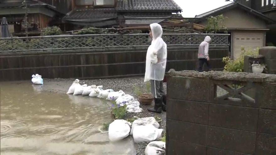 مقتل شخص وإجلاء آلالاف بسبب الأمطار الغزيرة في اليابان