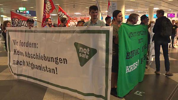 Bayern verschärft Abschiebung - Proteste am Münchener Flughafen