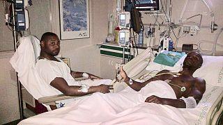 Abidal publica una fotografía con su primo para zanjar la polémica sobre el trasplante de hígado