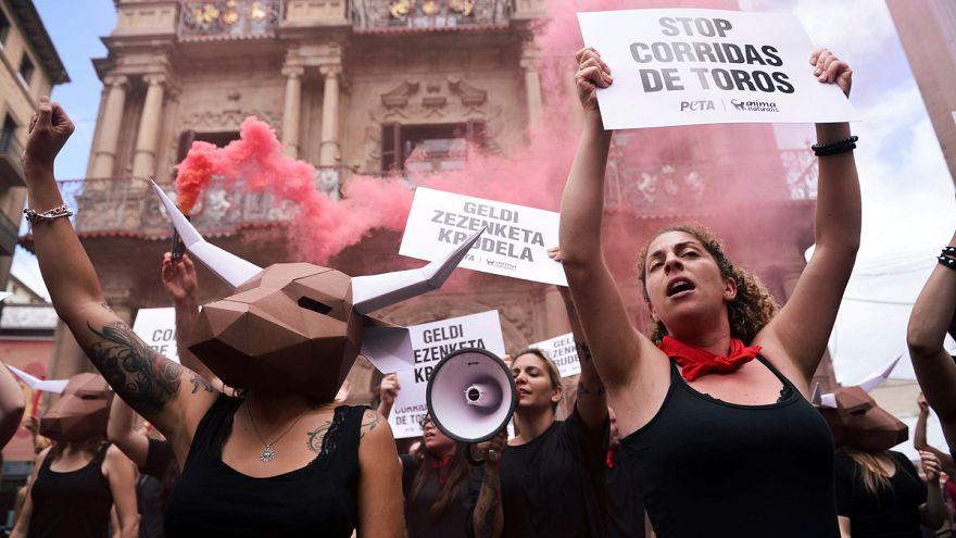 A bikafuttatás ellen tiltakoztak
