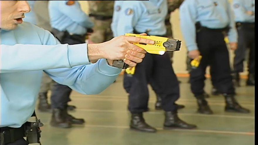 Италия: тазер на вооружении полиции