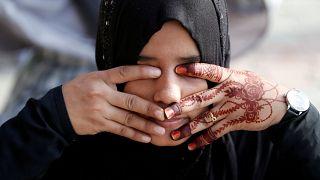 Belçika'da başörtülü kıza sokak ortasında ırkçı saldırı