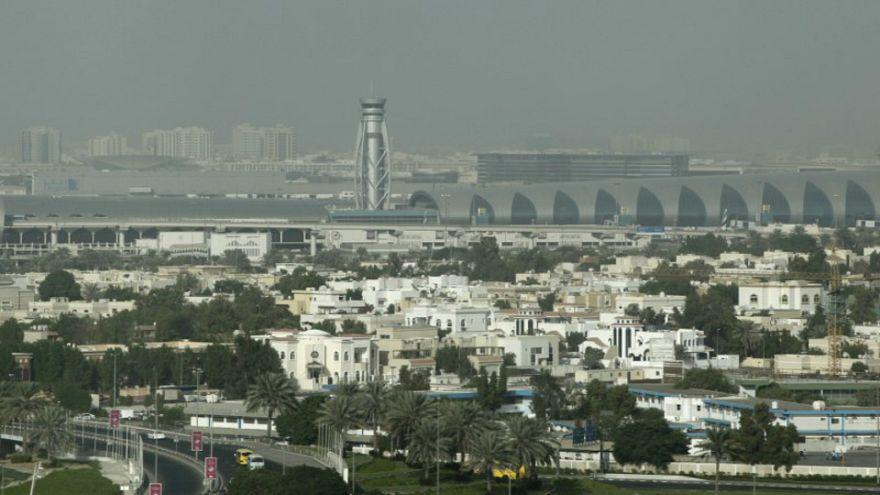 صورة من أرشيف رويترز لمنظر من الجو لمطار دبي الدولي.
