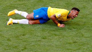 14 دقيقة هي مدة سقوط نيمار على أرضية الملعب منذ بداية مونديال روسيا