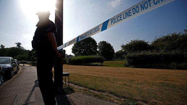 Ein Officer vor einem Absperrband in Salisbury
