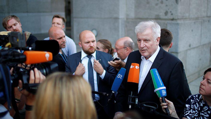 Seehofer bei einer Pressekonferenz in Berlin