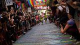 """شاهد: مثليون يشاركون في سباق """"الكعب العالي"""" في مدريد"""