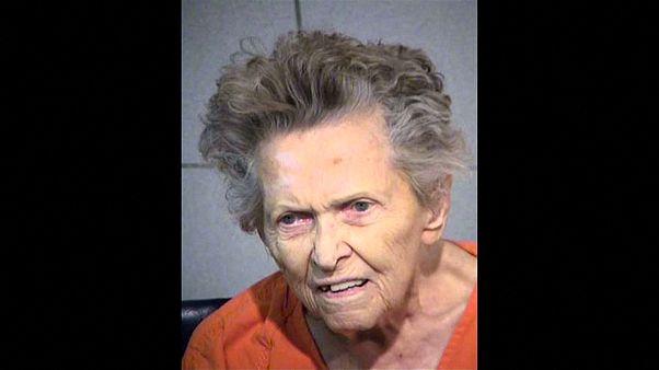 العثور على 13 قطعة سلاح في منزل العجوز الأميركية التي قتلت ابنها