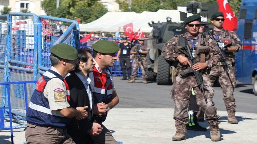 اعتقال 331 جنديا على صلة بغولن في تركيا