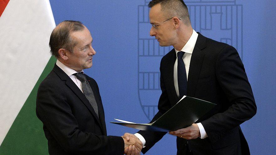 A magyar kormány kitüntette a leváltott francia nagykövetet