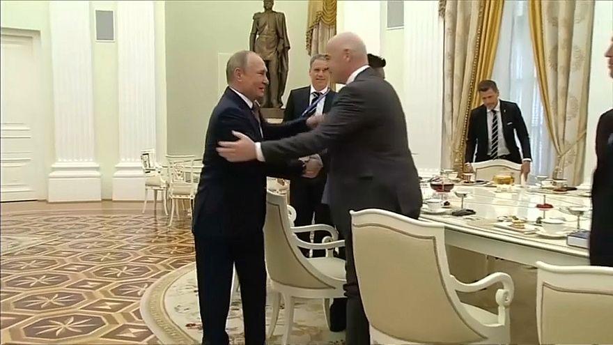 بوتين في لقاء مع رئيس الفيفا