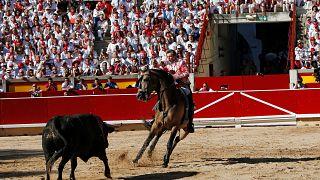 انطلاق مهرجان بامبلونا الكرنفالي في إسبانيا