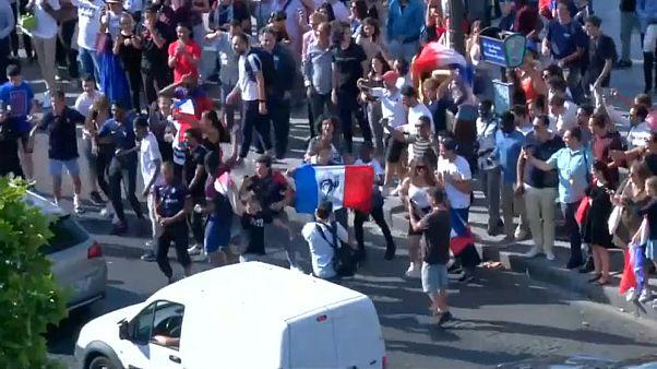 فرحة تعم شوارع باريس بترشح فرنسا إلى نصف نهائي كأس العالم