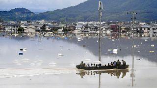 مقتل 38 شخصاً وفقدان أكثر من خمسين بسبب الفيضانات في اليابان